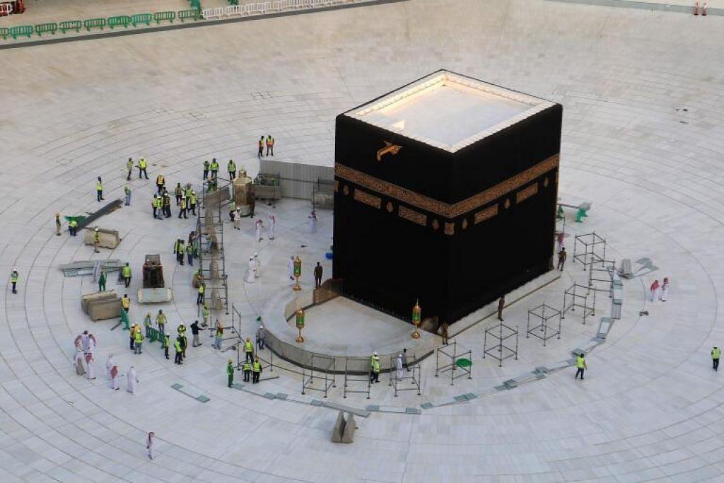 DIBERSIHKAN: Keadaan Masjidil Haram tanpa jemaah apabila ditutup pada 5 Mac 2020 bagi kerja pembersihan.