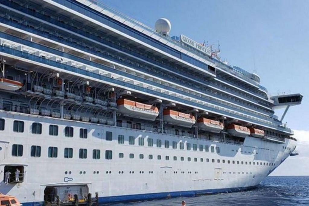 Kapal persiaran Grand Princess semasa berlabuh di Hawaii pada Februari 2020.