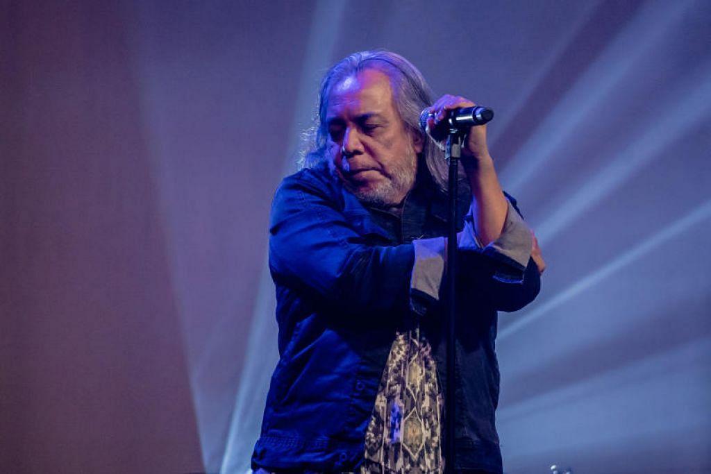 SENTUHAN PAPA ROK: Datuk Ramli Sarip yang pernah menjadi penerbit album Lefthanded turut menyumbangkan beberapa lagu emasnya seperti Sejuta Wajah, Kamelia dan Teratai.