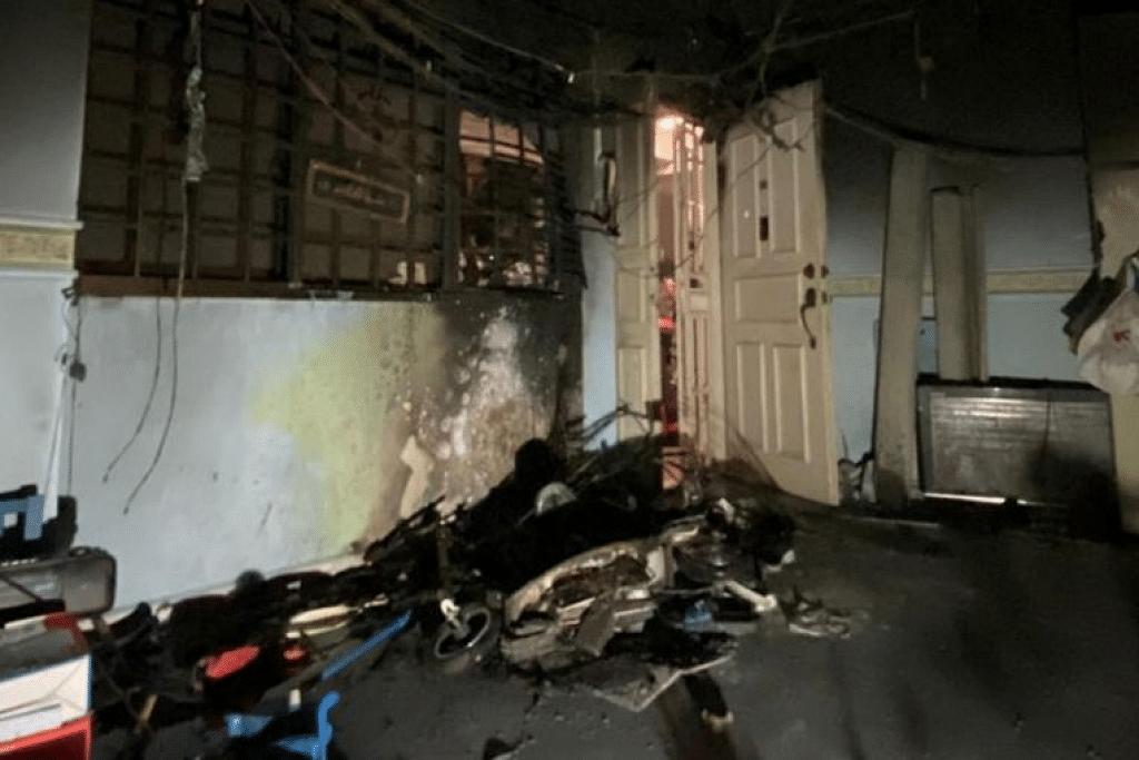 Pasukan Pertahanan Awam Singapura (SCDF) telah memberi respons kepada satu kejadian kebakaran di unit flat tingkat empat di Blok 111 Rivervale Walk pada sekitar 5.30 pagi Selasa (10 Mac). - Foto FACEBOOK SINGAPORE CIVIL DEFENCE FORCE