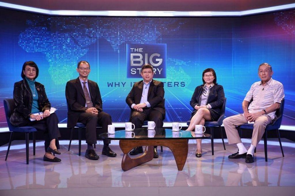 PANEL PERBINCANGAN: (Dari kiri) Cik Salma Khalik, Profesor Madya Hsu Li Yang, Profesor Madya Kenneth Mak, Profesor Leo Yee Sin dan Profesor Tikki Pangestu.