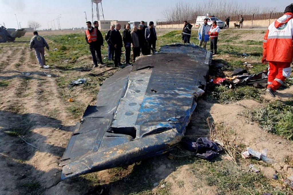 TERHEMPAS: Serpihan pesawat Syarikat Penerbangan Antarabangsa Ukraine yang terhempas di luar Tehran, Iran, pada 8 Januari 2020. Foto: REUTERS.