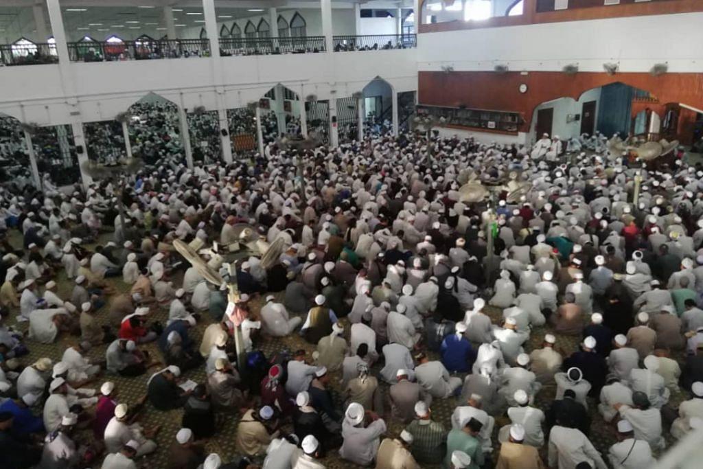 PERHIMPUNAN: Pihak berkuasa Malaysia kini berusaha mengesan lebih 5,000 peserta Malaysia yang menyertai perhimpunan tabligh di Masjid Seri Petaling pada 27 Februari hingga 1 Mac lalu. Acara itu turut dihadiri 95 jemaah Singapura.