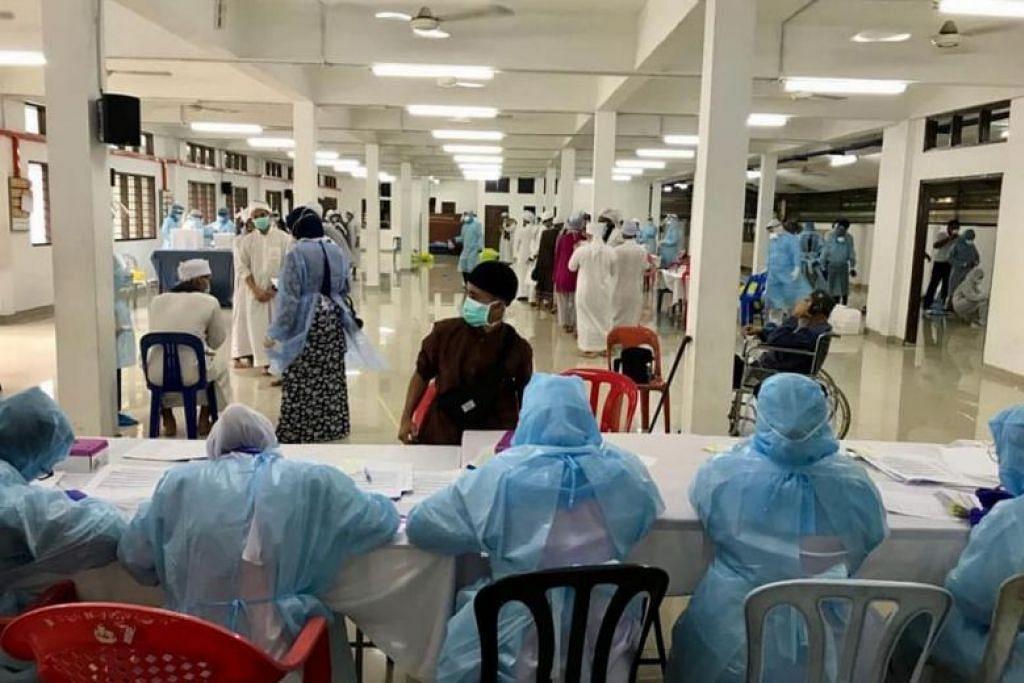 PEMANTAUAN RAPAT: Pasukan kementerian kesihatan Malaysia kini menerima kerjasama oleh semua pihak untuk menjalankan pemantauan besar bagi mereka yang terlibat dalam acara tabligh. Foto: NOOR HISHAM ABDULLAH/FACEBOOK.