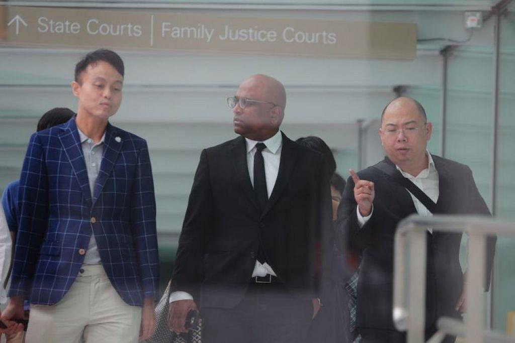 Encik Terry Xu (paling kanan) Dan peguam Encik M. Ravi (tengah)