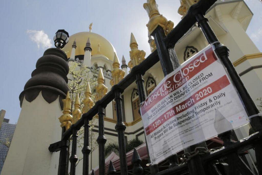 DITUTUP: Sebuah tanda menunjukkan Masjid Sultan di Kampong Glam ditutup bagi kerja pembersihan dan menyahjangkit.