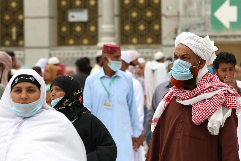 Jemaah di Masjidil Haram pada 13 Mac 2020.