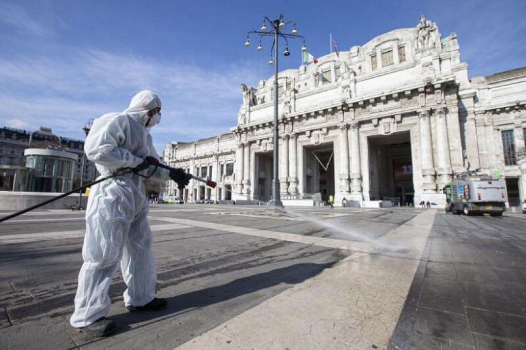 KORONAVIRUS DI ITALY: Seorang kakitangan menyangjangkit kawasan sebuah stesen kereta api di Milan untuk mencegah penularan Covid-19.