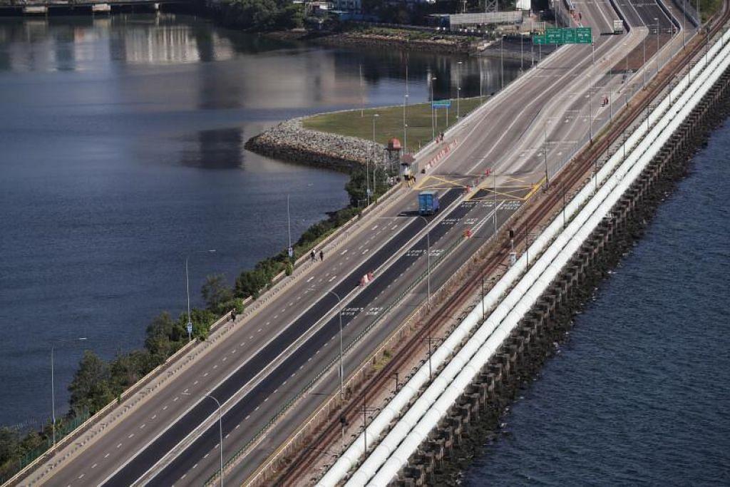 MAHU BUKA SEMULA SEMPADAN: Kerajaan negeri Johor berharap dapat membuka semula sempadan dengan Singapura dalam masa beberapa hari akan datang.