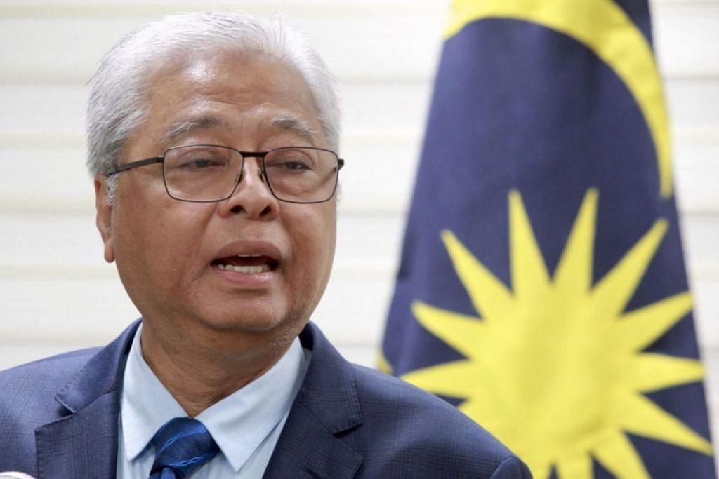 MUNGKIN KERAH TENTERA: Menteri Kanan Pertahanan Datuk Seri Ismail Sabri Yaakob berkata Angkatan Tentera Malaysia mungkin terpaksa dikerah demi memastikan penularan wabak Covid-19 dapat dikawal sebaik mungkin.