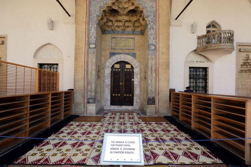 DITUTUP: Sebuah masjid di Sarajevo, Bosnia dan Herzegovina, yang ditutup pada 18 Mac 2020.