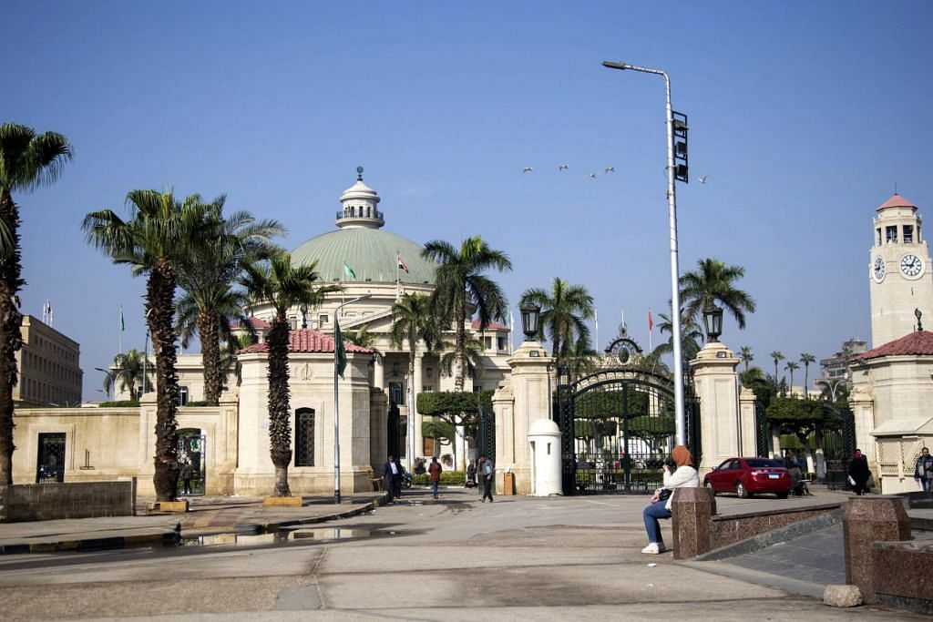 DITUTUP: Universiti Kahirah di Mesir ditutup selepas negara itu mengumumkan pada 14 Mac lalu bahawa semua sekolah dan universiti akan ditutup selama dua minggu mulai 15 Mac bagi mengelakkan wabak Covid-19 daripada merebak secara lebih meluas. - Foto EPA-EFE