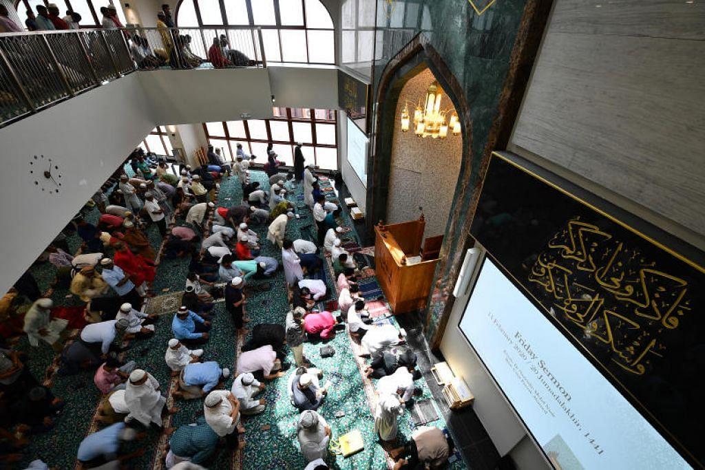 Muis sudah pun melakukan beberapa langkah tambahan – seperti memeriksa suhu badan dan pengesanan kenalan, serta memastikan jarak sosial dalam kegiatan keagamaan di masjid – sedang masjid-masjid di Singapura bersedia untuk dibuka semula pada 27 Mac.