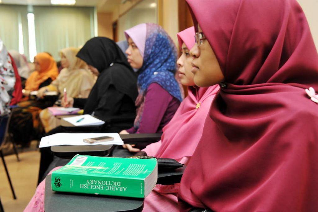 BANTU ASATIZAH: Dengan penutupan sementara masjid dan tiadanya kelas agama, sumber pendapatan asatizah yang mengajar akan terjejas, kata Pergas.