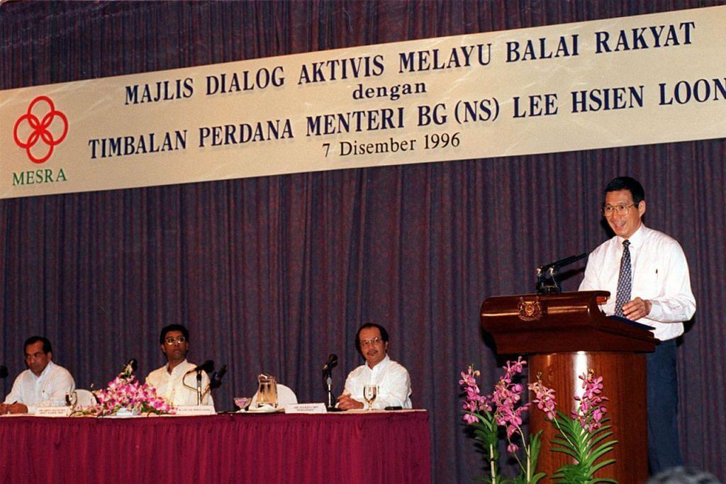 SESI DIALOG: Mesra juga kerap menganjurkan sesi dialog untuk mendapatkan maklum balas tentang dasar pemerintah. Badan itu lazimnya mengadakan sesi dialog selepas Belanjawan diumumkan dan juga selepas Perdana Menteri menyampaikan ucapan Rapat Hari Kebangsaan. Gambar menunjukkan sesi dialog yang diadakan pada 7 Disember 1995 yang dihadiri Encik Lee Hsien Loong yang ketika itu Timbalan Perdana Menteri.