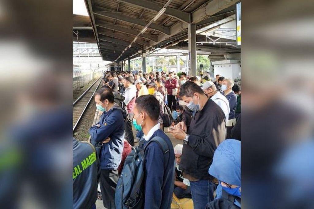 SESAK: Stesen kereta api dipenuhi ramai penumpang sedang pengendali pengangkutan tidak melaksanakan perjalanan yang diatur. FOTO: JKINFO/INSTAGRAM