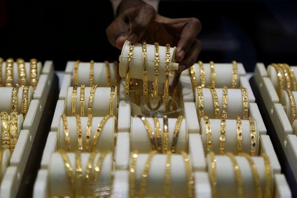 MEROSOT SECARA MENDADAK: Jumlah penjualan emas di India dijangka merosot kepada tahap terendah dalam tempoh 25 tahun akibat sekatan pergerakan bagi mencegah penularan koronavirus: - Foto REUTERS.