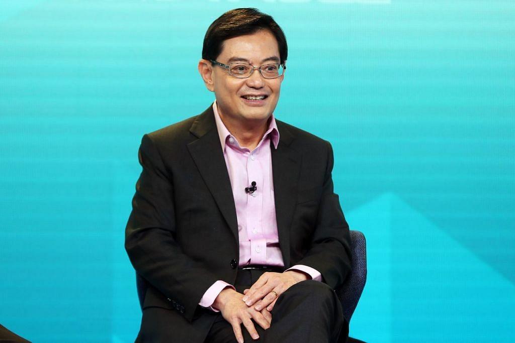 BANTUAN TAMBAHAN: Timabalan Perdana Menteri Encik Heng Swee Keat sewaktu sesi perbincangan meja bundar bagi Belanjawan 2020 pada 11 Mac lalu. - FOTO: KELVIN CHNG