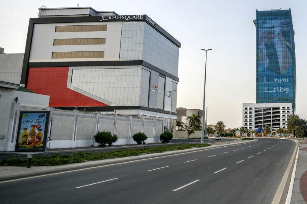 Jalan raya di Jeddah sunyi sepi selepas Arab Saudi melaksanakan tempoh perintah berkurung bermula semalam (24 Mac).