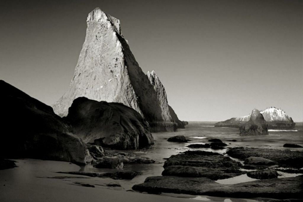 DARI LENSA KENNY ROGERS: Foto puncak gunung persis bentuk ibu jari yang diberi tajuk 'The Thumb' ini dirakam Kenny Rogers di pinggir pantai barat berhampiran San Francisco. – Foto INSTAGRAM KENNY ROGERS