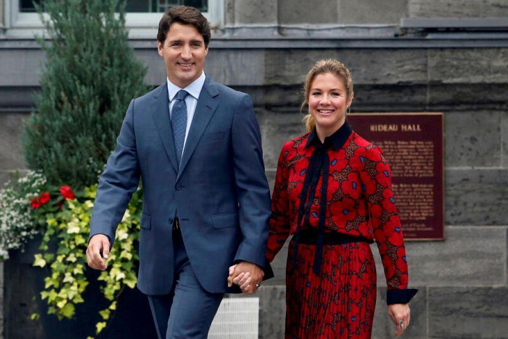 Perdana Menteri Canada', Justin Trudeau dan isterinya, Sophie Trudeau yang dirakam sedang meninggalkan Rideau Hall di Ottawa, kini boleh tersenyum lega selepas Cik Trudeau pulih dari jangkitan.