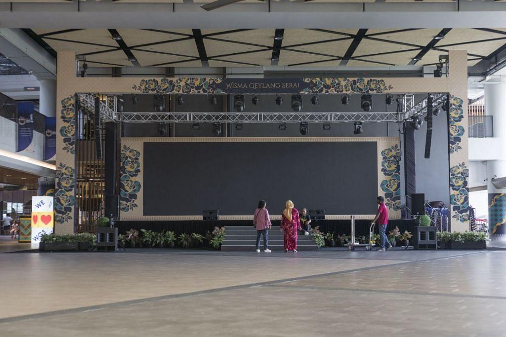 DIKOSONGKAN: Dewan Persada Budaya di Wisma Geylang Serai dikosongkan setelah WGS memutuskan untuk menunda dan membatalkan sebanyak 10 persembahan sehingga Jun termasuk penyiaran filem secara percuma. - FOTO: HARITH MUSTAFFA