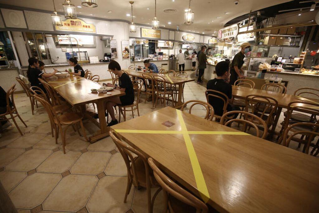 LANGKAH LEBIH KETAT: Kementerian Kesihatan mengumumkan pusat penjaja dan restoran kini dibuka bagi tujuan pembelian secara 'bungkus' atau tempahan sahaja. Orang ramai tidak dibenarkan menikmati makanan di dalam restoran atau kedai kopi sebagaimana biasa.