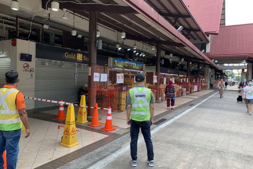 LEBIH PEKA: Keadaan lengang di Pasar Geylang Serai pagi ini berbanding semalam yang menyaksikan orang ramai beratur panjang untuk memasuki pasar.