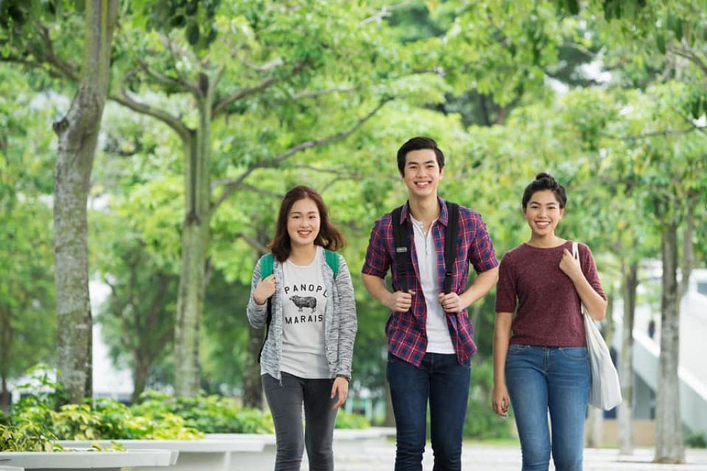 USAHA BERSEDIH: Menteri Pendidikan, Encik Ong Ye Kung, memujuk pelajar tahun akhir politeknik agar tidak berasa kecewa kerana tidak dapat menikmati acara penyampaian ijazah disebabkan penularan virus Covid-19 tahun ini.