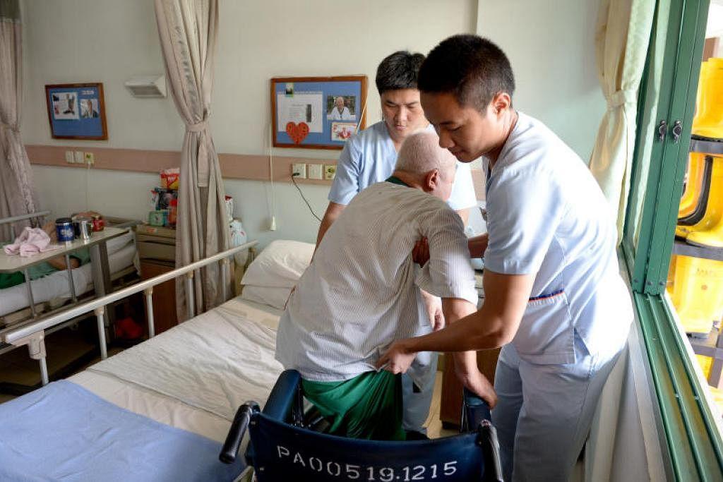 KHIDMAT DIPERLUKAN: Kementerian Kesihatan (MOH) menganggapperkhidmatan kesihatan bersepadu yang berada di luar institusi penjagaan kesihatan awam - termasuk khidmat pemulihan atau terapi -sebagai perkhidmatan penting. Foto ini dirakamkan pada September 2016.