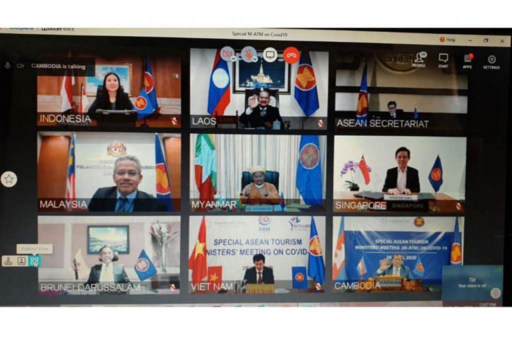 BINCANG ISU PELANCONGAN: Encik Chan Chun Sing (barisan kedua, paling kanan) mengambil bahagian dalam Mesyuarat Persidangan Video Khas Menteri Pelancongan Asean berkenaan Covid-19 semalam. - Foto FACEBOOK CHAN CHUN SING