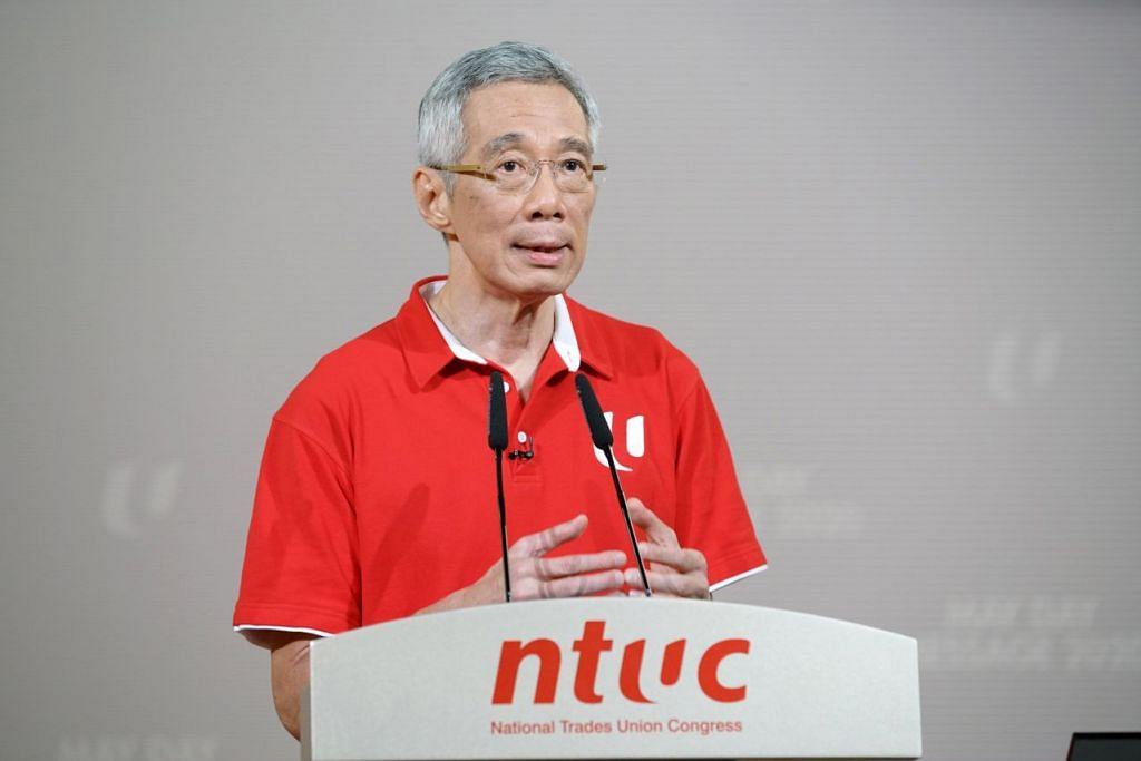ATASI CABARAN BERSAMA: Encik Lee melahirkan rasa yakin Singapura mampu atasi cabaran pandemik Covid-19 bersama semasa menyampaikan Amanat Hari Pekerja tahun ini. – Foto MCI