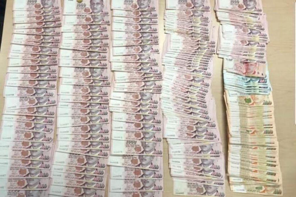 CEGAH JENAYAH: Dua lelaki telah diberkas kerana menyamar sebagai pegawai China dengan wang tunai berjumlah S$529,540 berjaya dirampas.