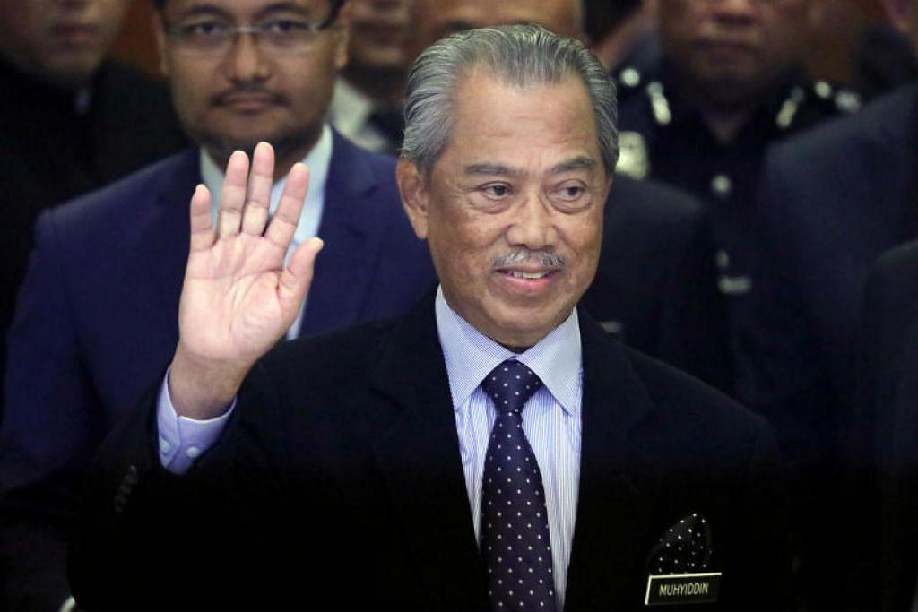 POLITIK DI MALAYSIA: Dalam satu kenyataan bersama lewat malam tadi,Setiausaha Agung Umno, Tan Sri Annuar Musa, dan Setiausaha Agung Pas, Datuk Takiyuddin Hassan, menjelaskan bahawa pendirian itu selaras keputusan Muafakat Nasional untuk menyokong kepemimpinan Tan Sri Muhyiddin.
