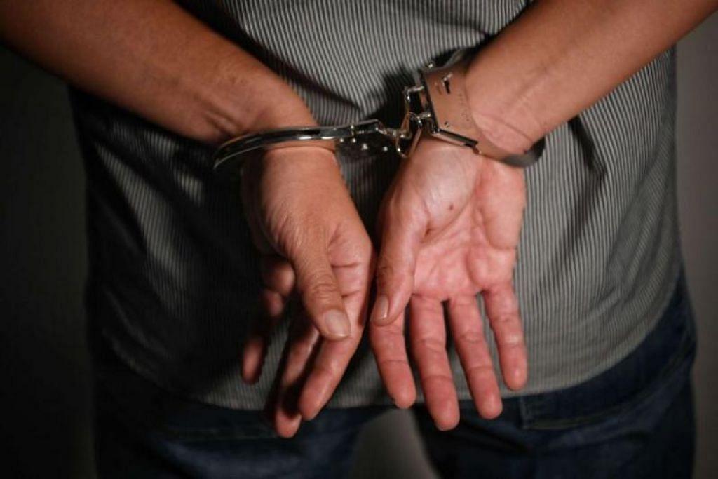 DIBERKAS POLIS: Lapan pemuda, berusia antara 16 dan 21 tahun, kerana disyaki terlibat dalam penipuan perkhidmatan seksual.