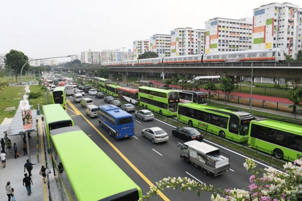 Beberapa perkhidmatan bas lain pula akan terus digantung selepas 2 Jun sehingga notis lanjut. - Foto FAIL ST