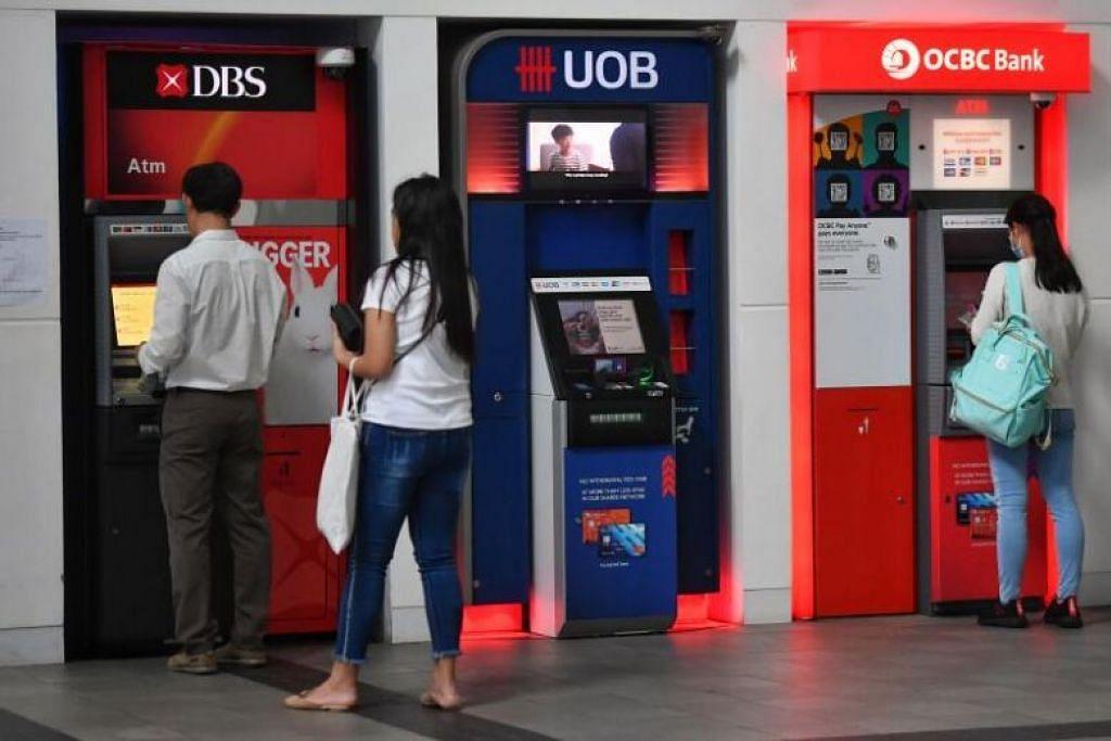 AKIBAT KEMELESETAN EKONOMI: Bank-bank tempatan telah menurunkan kadar faedah mereka untuk akaun simpanan di tengah-tengah wabak koronavirus tahun ini, dengan OCBC Bank menjadi bank pertama mengumumkan penurunan kedua sejak Mei lalu.