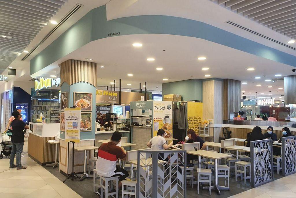 RESTORAN, PUSAT PENJAJA MULA DIBUKA: Orang ramai dilihat mula melanggani pusat penjaja dan restoran di Our Tampines Hub hari ini menyusuli pelaksanaan Fasa Ke-2 pelonggaran langkah kawalan pergerakan.