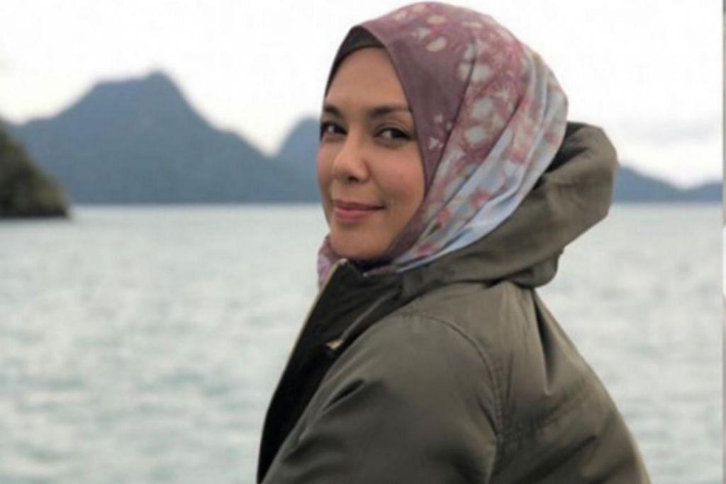MASIH CANTIK DAN AKTIF: Normala Samsudin, yang baru menyambut ulang tahunnya yang ke-56 pada 4 Jun lalu, juga rajin mendaki dan meneroka hutan belantara. - Foto SINAR HARAPAN