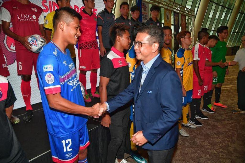 Encik Edwin Tong (kot biru) merupakan anggota penting dalam badan eksekutif FAS kerana pengalaman luas dalam sektor perundangan dan awam serta menjadi duta dalam mempromosikan bola sepak di Singapura, kata FAS.