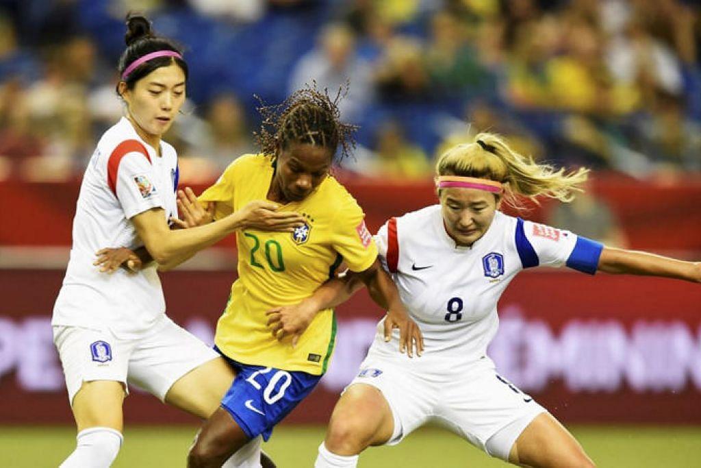 USAHA MENGGALAK PEMAIN WANITA BERKELUARGA: Persekutuan Persatuan Bola Sepak Antarabangsa (Fifa) merancang untuk memperkenalkan dasar bagi melindungi pemain wanita yang hamil termasuk mewajibkan mereka mengambil cuti bersalin sekurang-kurangnya 14 minggu. - Foto FIFA