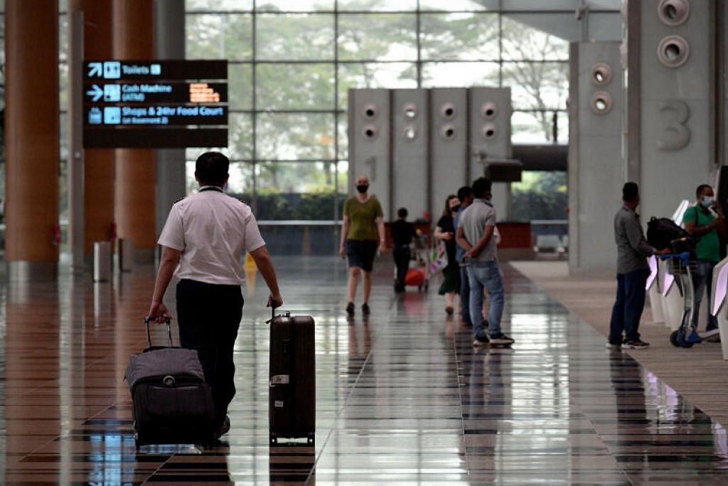 Pengunjung perlu mengambil pengangkutan privet, teksi atau kereta sewa privet dari lapangan terbang ke tempat tinggal mereka yang telah diisytiharkan.