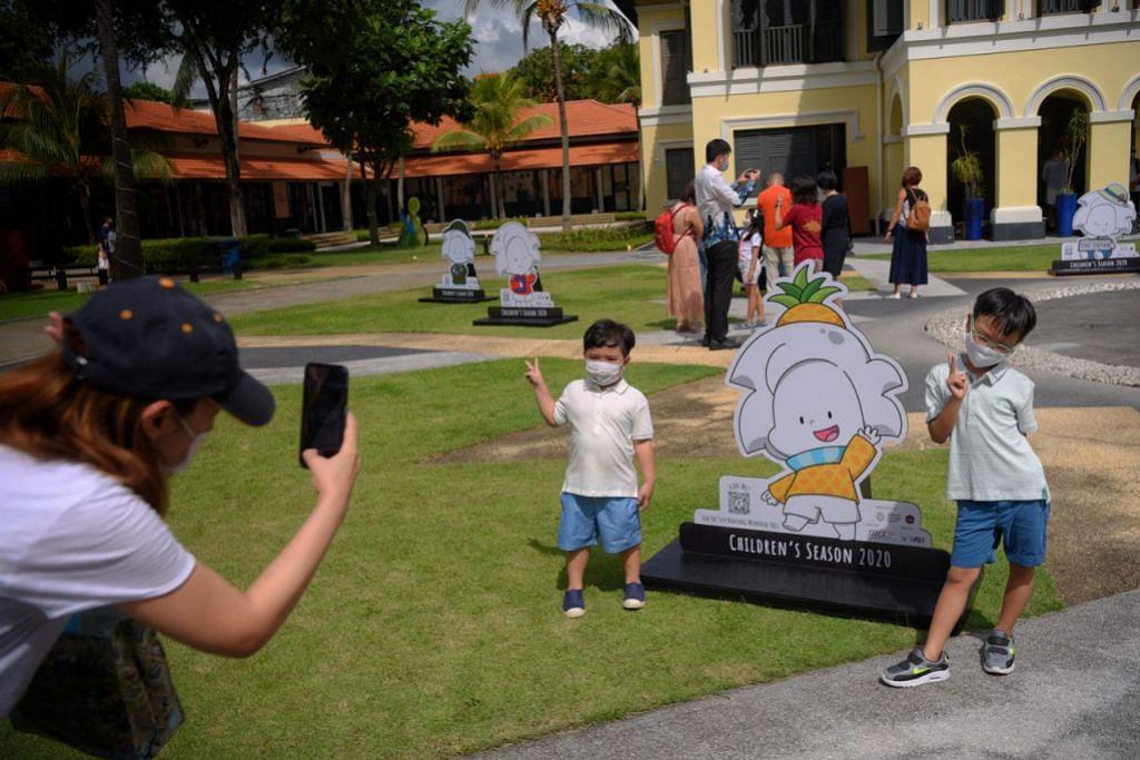 MENCARI AI: Kanak-kanak berpeluang bergambar dengan Ai, watak kartun, di laman Pusat Warisan Melayu (MHC) dan mencari Ai melalui permainan Ai Love Museums: Hide-N-Seek dalam talian atau melalui telefon bimbit. - Foto MARK CHEONG