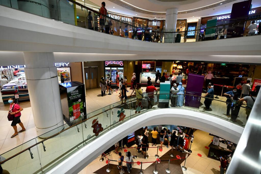 Lelaki itu telah makan malam dengan keluarganya seramai 12 orang di Seoul Garden di Tampines Mall pada Sabtu (21 Nov).