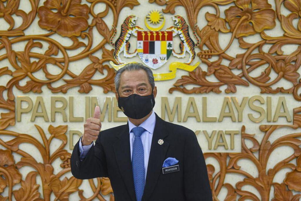 INGIN KEMBALIKAN MANDAT RAKYAT: Perdana Menteri Malaysia, Tan Sri Muhyiddin Yassin, memberi jaminan mandat rakyat akan dikembalikan untuk memilih kerajaan menerusi Pilihan Raya Umum sebaik sahaja pandemik Covid-19 berakhir di negara itu. - Foto EPA-EFE/ZARITH ZULKIFLI