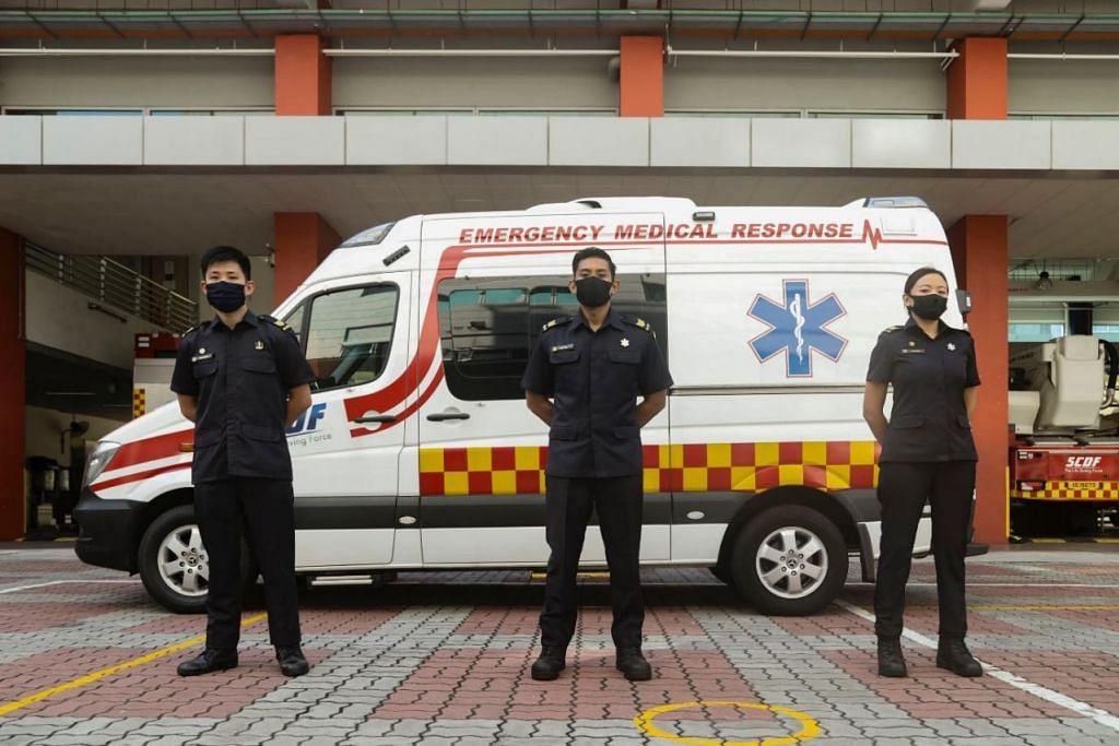 Kru pengendali ambulans privet Unistrong Technology dan Lentor Ambulance akan menggunakan ambulans dan seragam SCDF untuk menjawab panggilan kecemasan bermula 1 Disember 2020 ini. - FOTO: SCDF