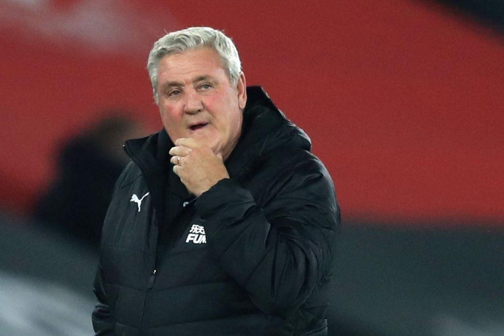 Steve Bruce, pengurus pasukan Magpies, telah membatalkan latihan Ahad lalu selepas empat pemain dan seorang kakitangan pengurusan diuji positif Covid-19 minggu lalu. -