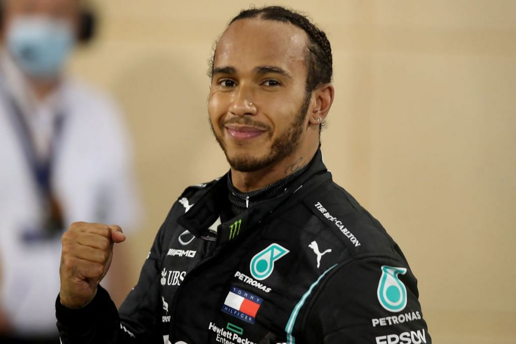 Lewis Hamilton sedang mengasingkan diri menurut garis panduan kesihatan setempat di Bahrain. - FOTO: REUTERS
