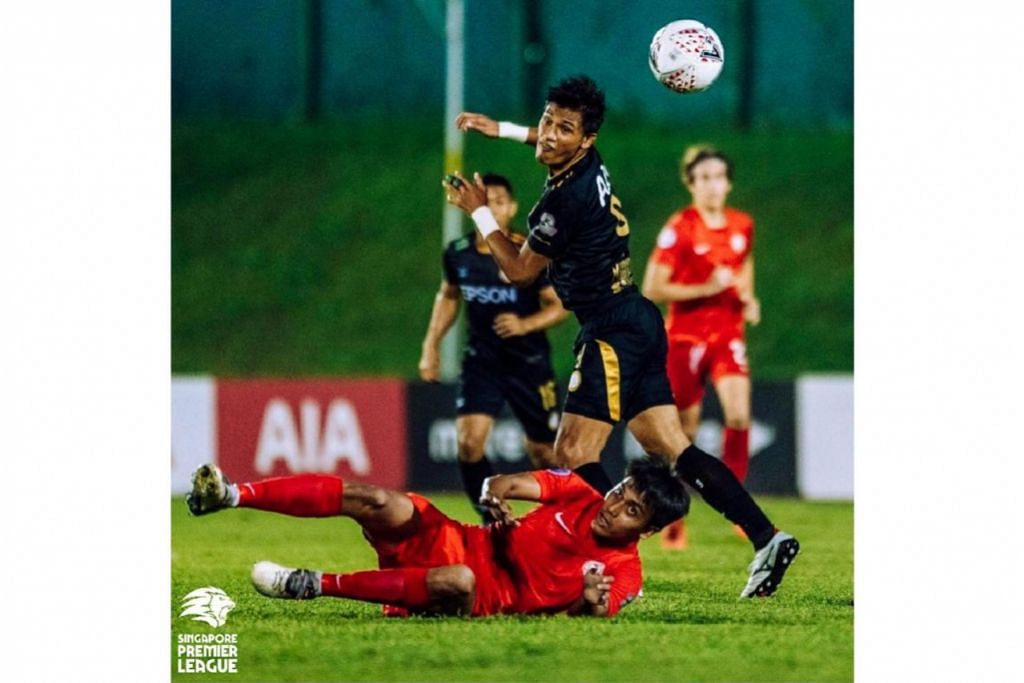 MASA ADA HARAPAN: Penyerang Geylang International Khairul Nizam (jersi hitam) cuba mengawal bola dalam perlawanan menentang Young Lions. Geylang menang 2-1 untuk mengekalkan harapannya layak ke Piala AFC. - Foto SPL