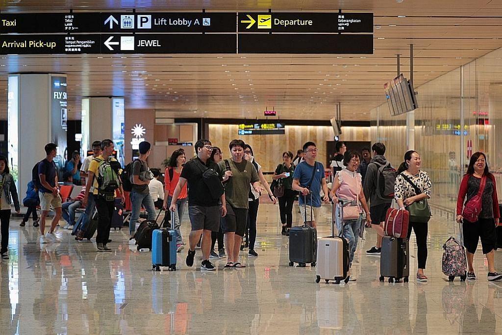 Periksa suhu badan di lapangan terbang bagi pelawat dari Wuhan